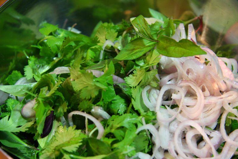 Bun_herb salad